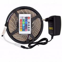Banda LED RGB cu Telecomanda 5 Metri / 300 Leduri / Rola