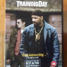 TRAINING DAY - 2001 - FILM DVD ORIGINAL - Film thriller Altele, Romana