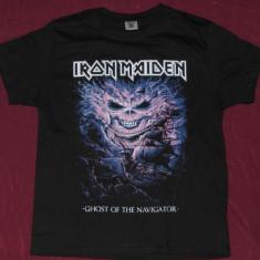 Tricou Iron Maiden-Ghost of the Navigator, calitate 180 grame, tricouri rock - Tricou barbati, Marime: S, Culoare: Negru, Maneca scurta