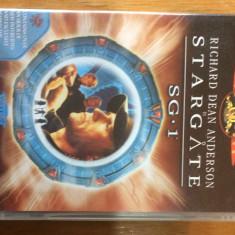 STARGATE SG 1 - SEZONUL 3 EPISOADELE 21- 22 - FILM DVD ORIGINAL - Film SF Altele, Engleza