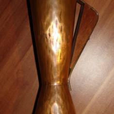 Vaza din cupru cu maner din lemn - Arta din Metal