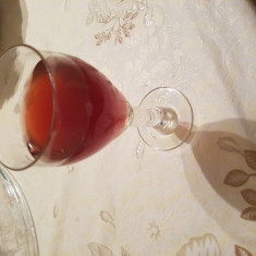 Vand vin rosu de casa (100% natural)