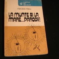 LA MUNTE SI LA MARE-PARODI-MIRCEA MICU-CARTEA DE VACANTA-254 PG- - Carte de calatorie