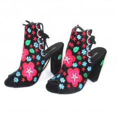 Sandale gen cizme de vara negre cu floricele marime 39, 40+CADOU