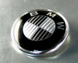 Emblema porbagaj bmw originala carbon 3d gry cu alb metalica