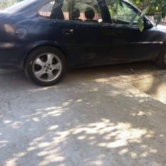 Masina buna, An Fabricatie: 1996, Benzina, 178000 km, 1598 cmc, VECTRA