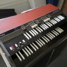 Orga legendara VOX Super Continental Model V-303E (raritate)