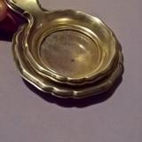 Strecuratoare argintata cu farfurioara, Farfurii