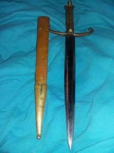 Stilet vechi cu 2 taisuri si teaca de PANOPLIE,stilet otel alama-bronz,colectie