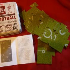 Cutie metalica cu miniteren Fotbal format din 12 cartonase, 10x8cm cutia