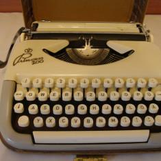 Masina de scris PRINCESS 100+banda noua de scris