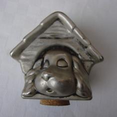 Pusculita veche placata cu argint de forma unei casute cu un catel (3), Ornamentale