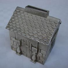 Pusculita veche placata cu argint in forma unei casute (1), Ornamentale
