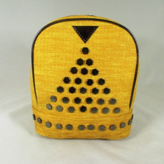 Rucsac/ghiozdan galben cu capse+CADOU, Piele ecologica