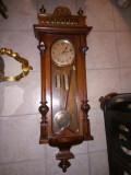 Ceas de perete,pendula antica cu 2 greutati marca Kienzle