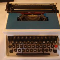 Masina de scris +banda noua de scris( made in SPAIN)