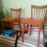 Vand doua scaune de lemn masiv de fag. 150lei buc.