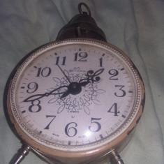 ceas vechi de masa cu clopot,ceas de epoca functional,patina vintage,T.GRATUIT