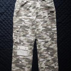 Pantaloni camuflaj khaki; 11 buzunare; 100% bumbac; marime L, vezi dimensiuni - Pantaloni barbati, Marime: L, Culoare: Din imagine
