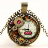 Colier cu pandativ de sticla cu ceas