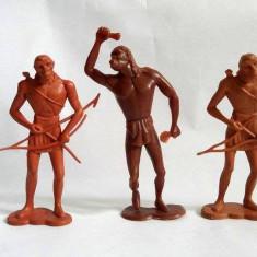 Lot 3 figurine mari Om din Neanderthal, om primitiv, 9-11cm, plastic, colectie,