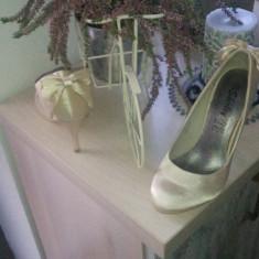Pantofi dama - Pantof dama, Culoare: Crem, Marime: 36, Cu toc