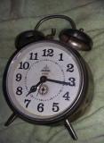 Ceas mare de masa,inox,ceas vintage de colectie,functional,T GRATUIT