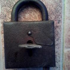 Lacat foarte vechi functional cu cheie - Metal/Fonta