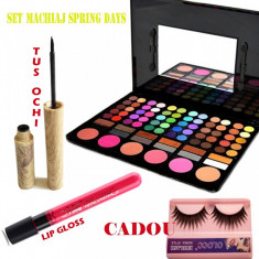 Set machiaj Spring Days + Cadou - Trusa make up