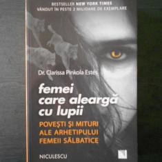 CLARISSA PINKOLA ESTES - FEMEI CARE ALEARGA CU LUPII - Carte Psihologie