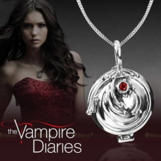 Colier The Vampire Diaries medalion pandantiv cu lantisor - Colier Elena Gilbert - Pandantiv fashion