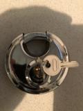 Lacat vechi,rotund,Silver,cu doua chei,otel rezistent