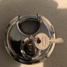 Lacat vechi, rotund, Silver, cu doua chei, otel rezistent