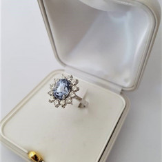 Inel din aur 18k cu  safir natural si netratat de Ceylon si 12 diamante