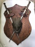 Panoplie veche,miniaturala,franceza,cu blazon si doua sabii ,incrucisate