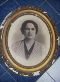 Tablou foarte vechi Fotografie semnata,Portret femeie,rama lemn ovala superba