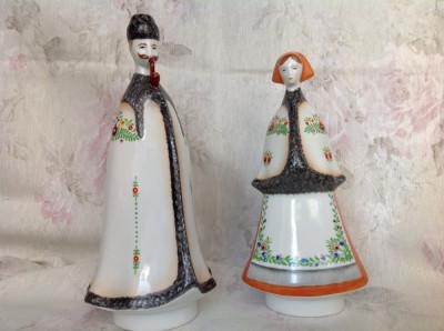 Pereche de figurine din portelan vintage in port popular maghiar foto