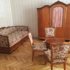 Pat dulap comod masa + scaune vechi