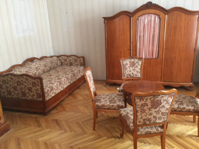 pat dulap comod masa + scaune vechi foto mare