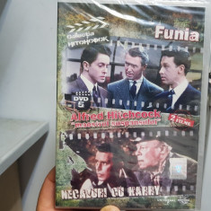 DVD ALFRED HITCHCOCK FUNIA & NECAZURI CU HARRY 2 FILME COLECTIA ADEVARUL SIGILAT - Film thriller universal pictures, Romana