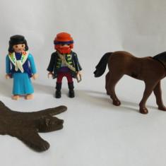 (T) Figurine Playmobil - cal, blana de urs, 2 omuleti (femeie si barbat)