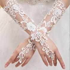 Manusi deosebite pentru mireasa eleganta culoare alb - Voal mireasa