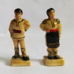 (T) 2 figurine romanesti taran si tarancuta, costum traditional, vechi, colectie