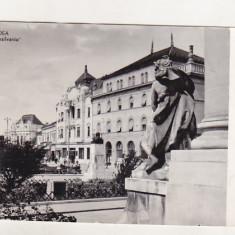Bnk cp Oradea - Hotel Transilvania - uzata - Carte Postala Crisana dupa 1918, Circulata, Printata