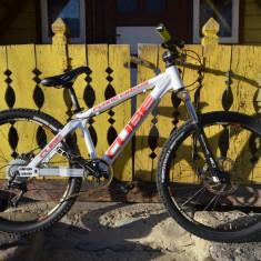 Bicicleta MTB CUBE Flying Circus - Mountain Bike Cube, 18 inch, 26 inch, Numar viteze: 9