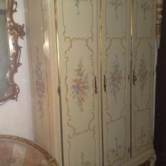 Cuier/dulap/sifonier stil baroc venetian pictat manual, vintage, 2, 05m H, Dupa 1950