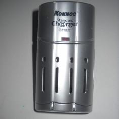 Încărcător marca KONNEC model KCR 1108, pt. acumulatori AA, 4 buc., folosit