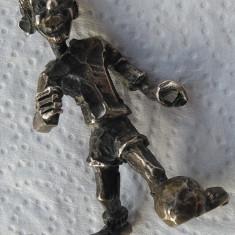 Argint MASIV FOTBALIST cu Mingea la Picior in miniatura VECHI de colectie RAR, Ornamentale