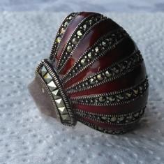 UNICAT Inel argint OPULENT masiv SUPERB cu email visiniu batut in marcasite RAR