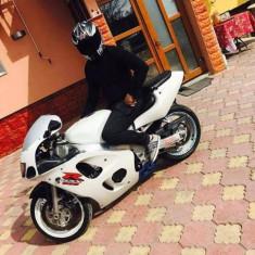 Vând sau schimb Suzuki srad 600 - Motociclete